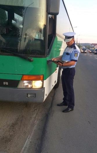 Peste 400 de amenzi aplicate de poliţiştii de la rutieră în trei zile