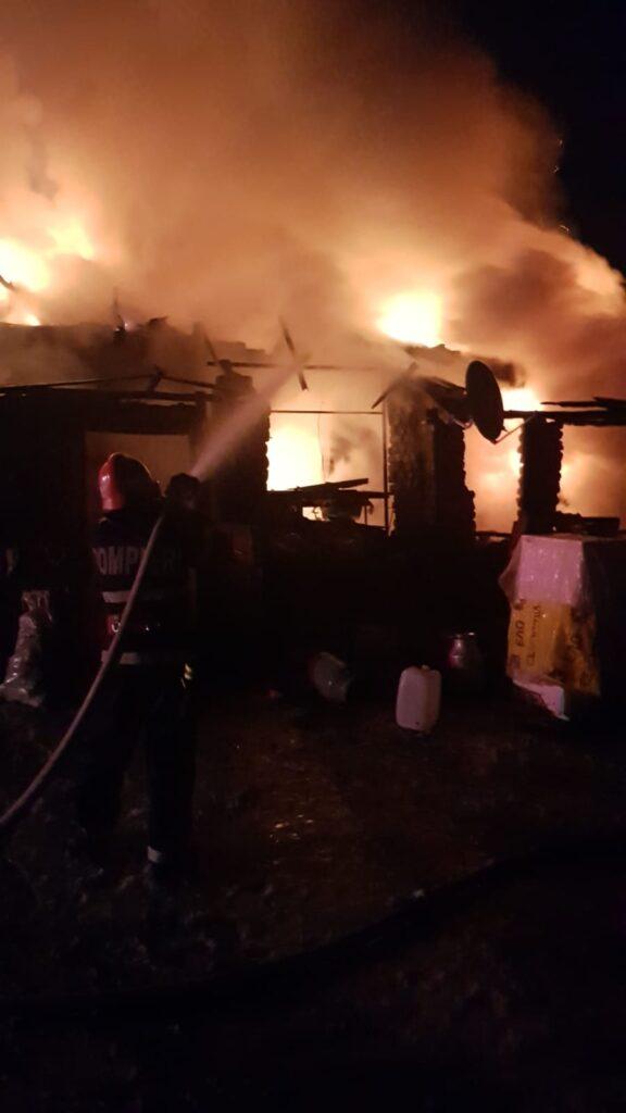 Incendiu in Guruslau. O persoana a decedat