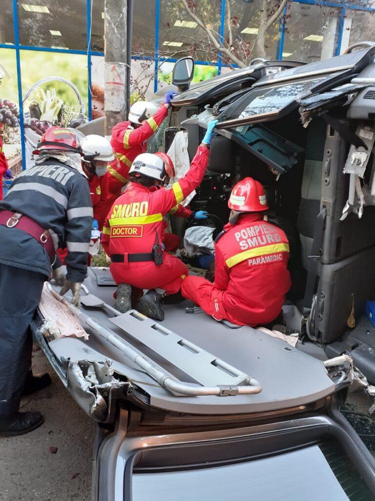 ACCIDENT IMPLICATE 5 PERSOANE, 1 ADULT SI 4 MINORI
